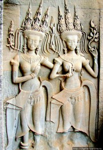 Барельефы с изображением небесных танцовщиц - Камбоджа