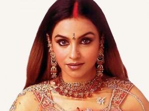Красный пробор у замужней индианки