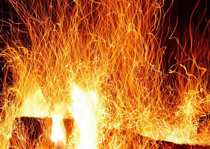 Разжигание костров для того, чтобы быстрее родилось солнце в Йоль