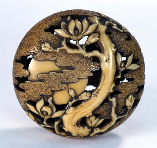 кагамибута - разновидность нэцке